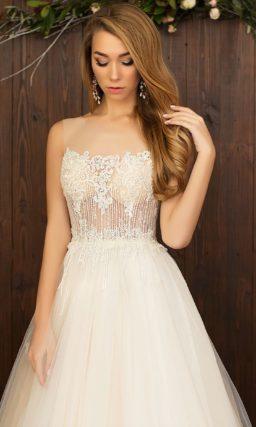 Впечатляющее свадебное платье «принцесса» персикового цвета с вышивкой на корсете.