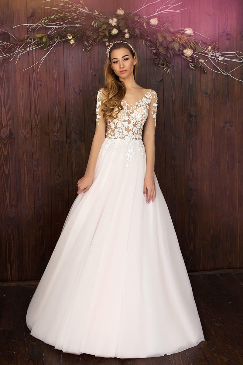 Очаровательное свадебное платье пышного кроя с чувственным полупрозрачным верхом с кружевом.