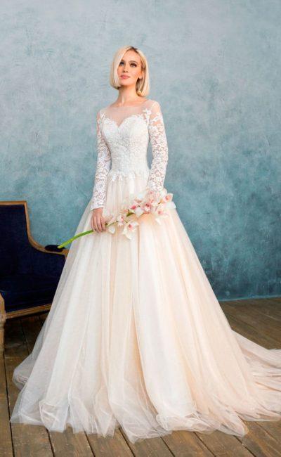 Платье нежно-кремового оттенка