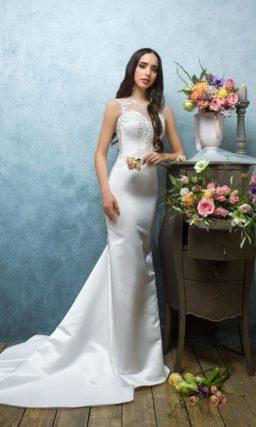 Прямое свадебное платье с роскошной юбкой из атласа и ажурным декором закрытого корсета.