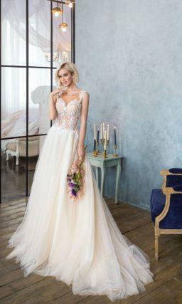 Свадебное платье с бежевым корсетом с эффектом прозрачности и стильной юбкой из шифона.