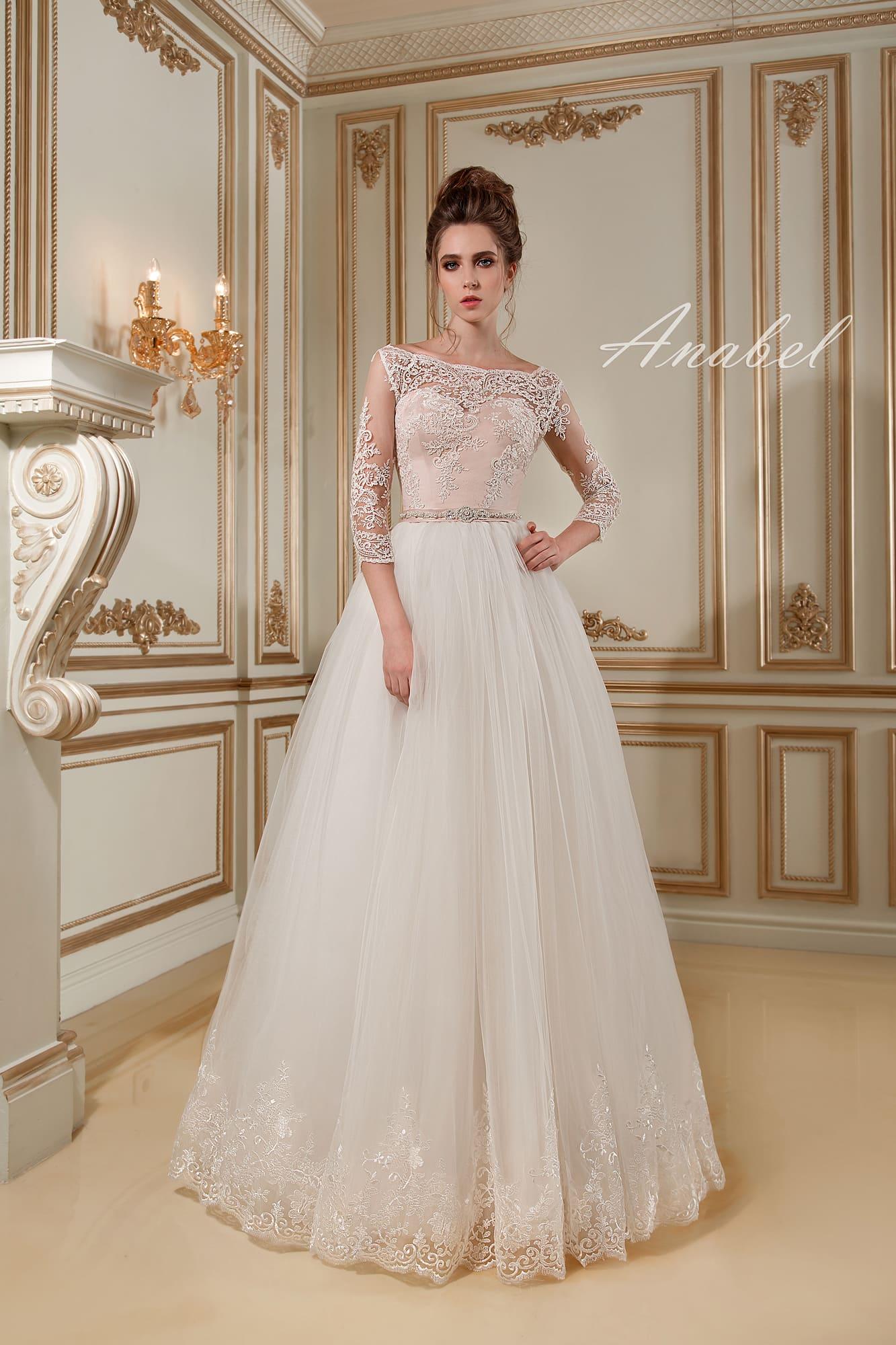 fc42886b0a3 Изысканное свадебное платье с белоснежной пышной юбкой и кремовым корсетом  с кружевом.