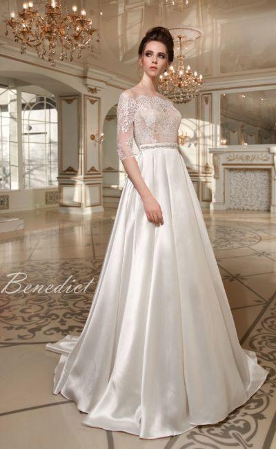 Атласное платье с рукавом