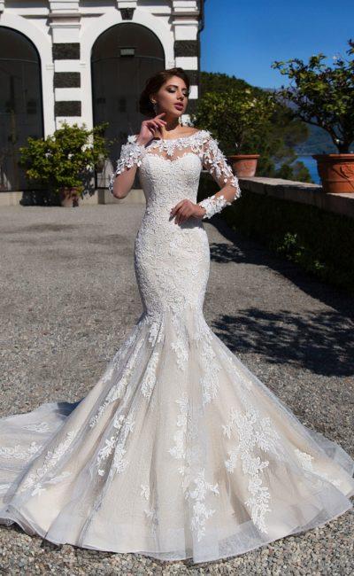 Модное платье силуэта русалка