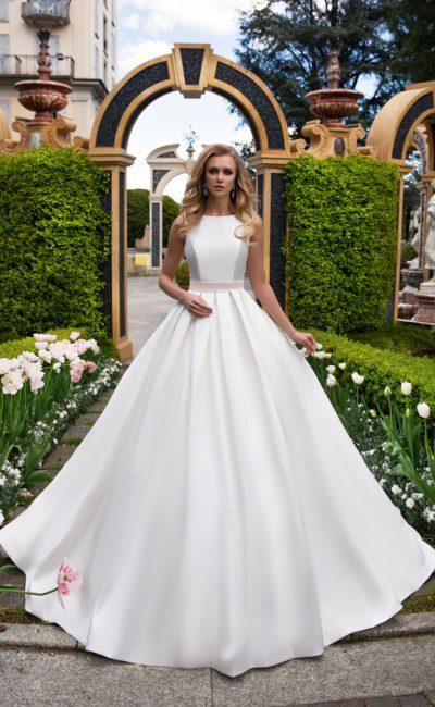 Свадебное атласное простое платье