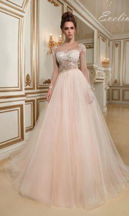 Платье персикового оттенка
