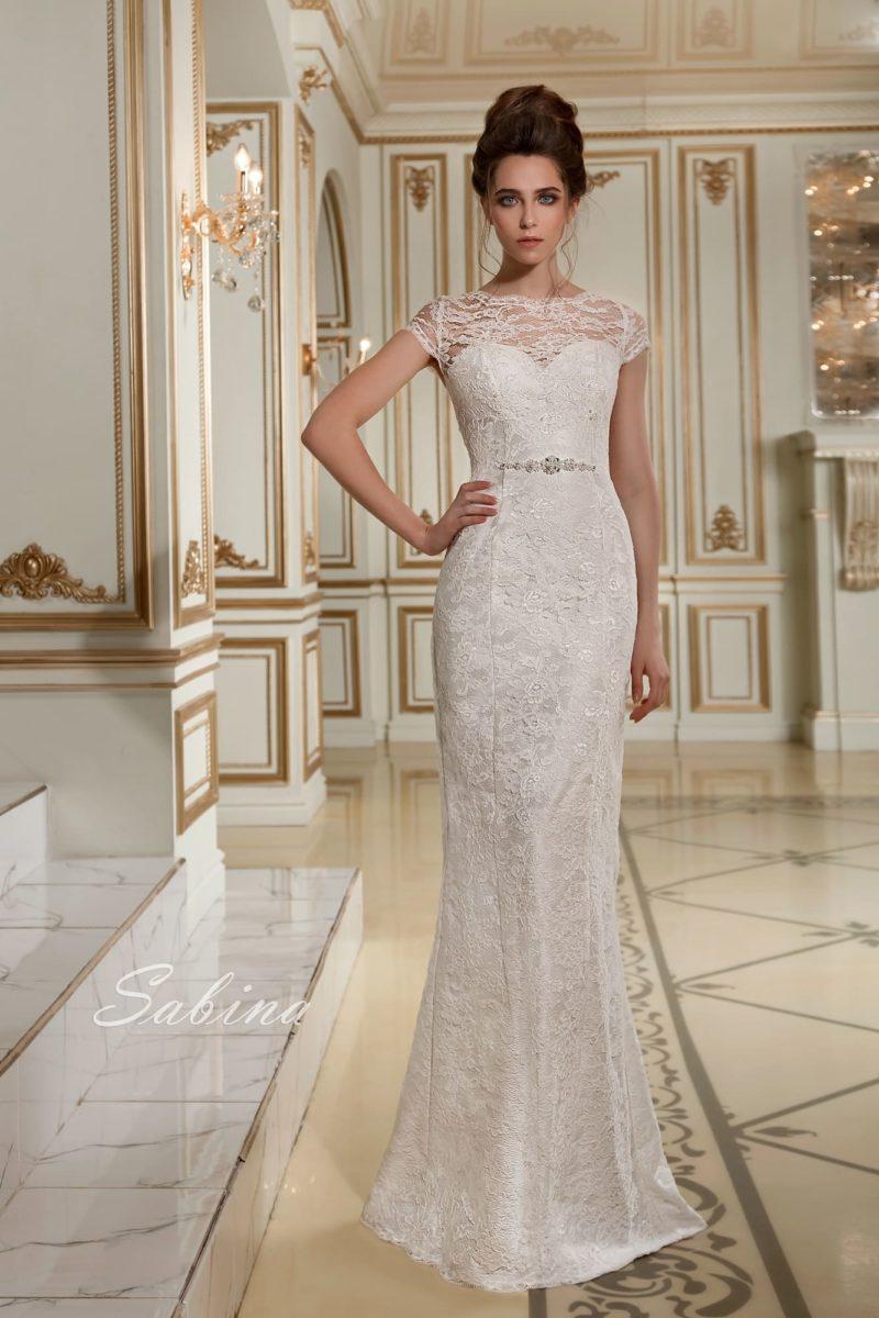 Свадебное платье «русалка» на атласной подкладке, по всей длине покрытое слоем кружева.