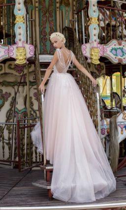 Платье светло-розового оттенка