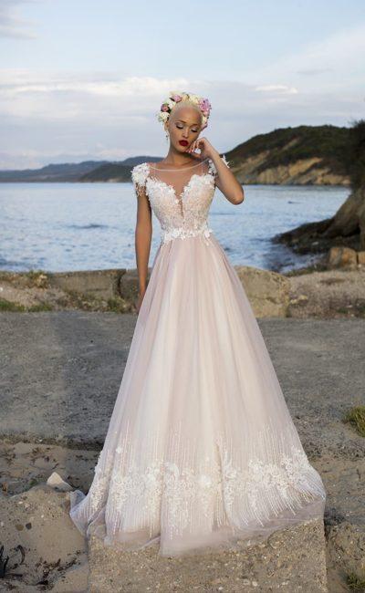 Розовое свадебное платье «принцесса» с полупрозрачной вставкой над лифом и кружевом по подолу.