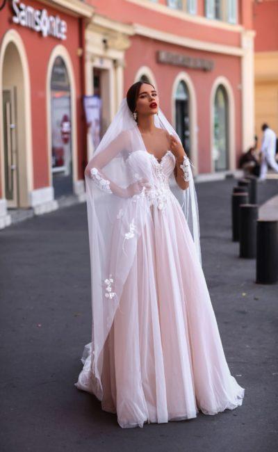 Открытое розовое свадебное платье