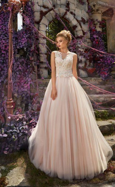 Пышное свадебное платье розового цвета