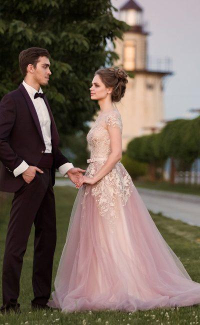 Платье в розовых полутонах
