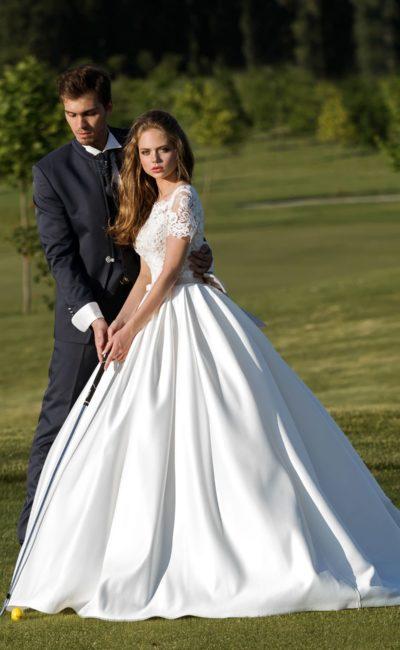 Пышное атласное свадебное платье