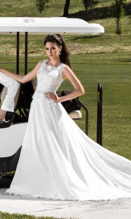Прямое свадебное платье с романтичным кружевным топом с широкими бретельками на лифе.