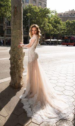 Свадебное платье с рукавами из кружева
