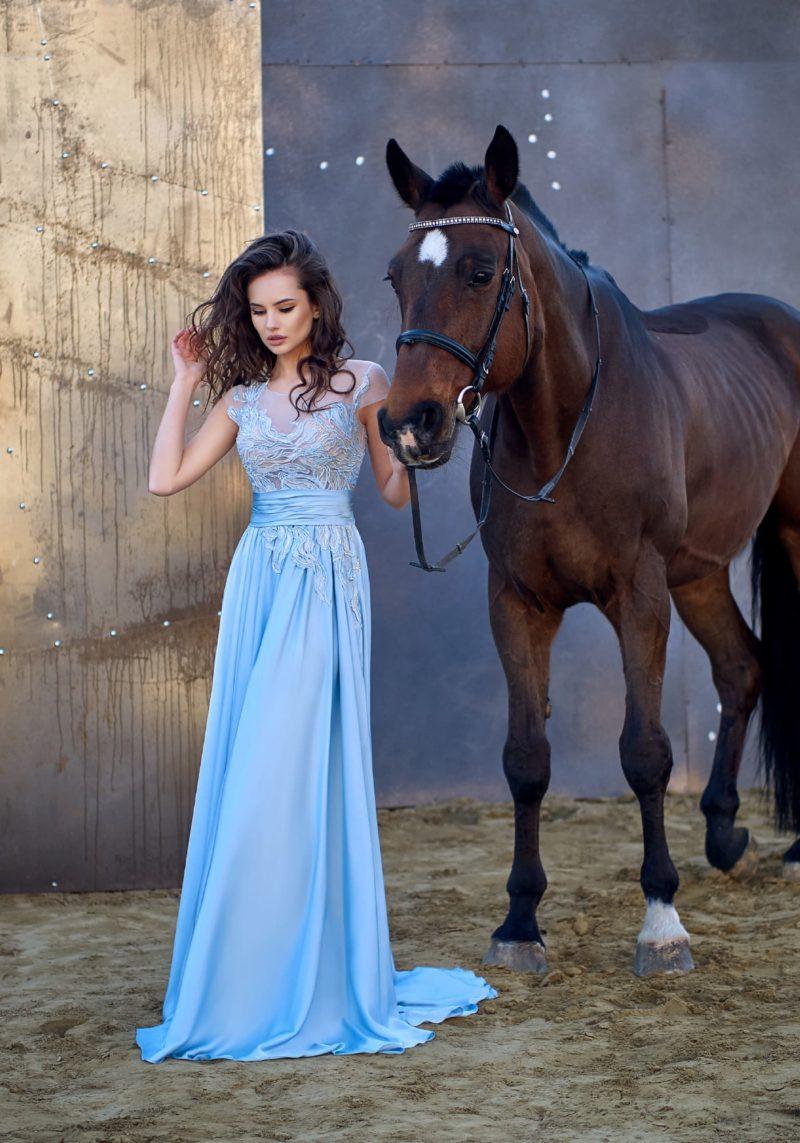 Голубое прямое платье