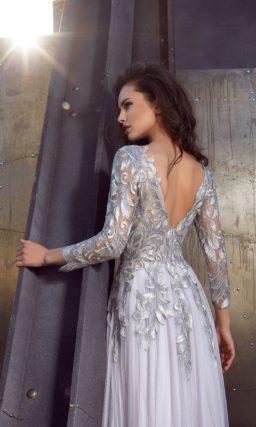 Закрытое платье с рукавами ¾