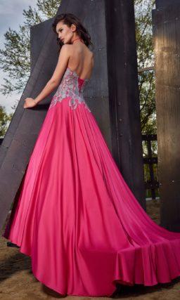 Вечернее ярко-розовое платье