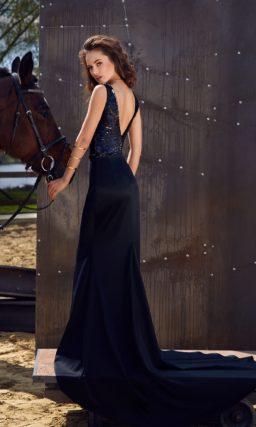Черное вечернее платье силуэта «русалка» с покрытым пайетками лифом с V-образным вырезом.