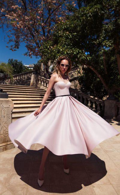 Летящее розовое платье