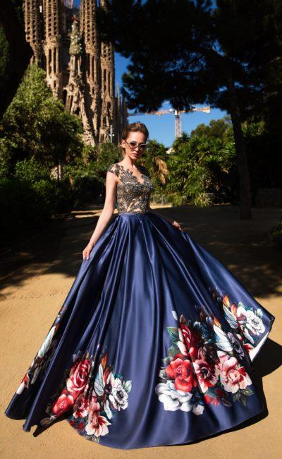 Синее платье с цветами