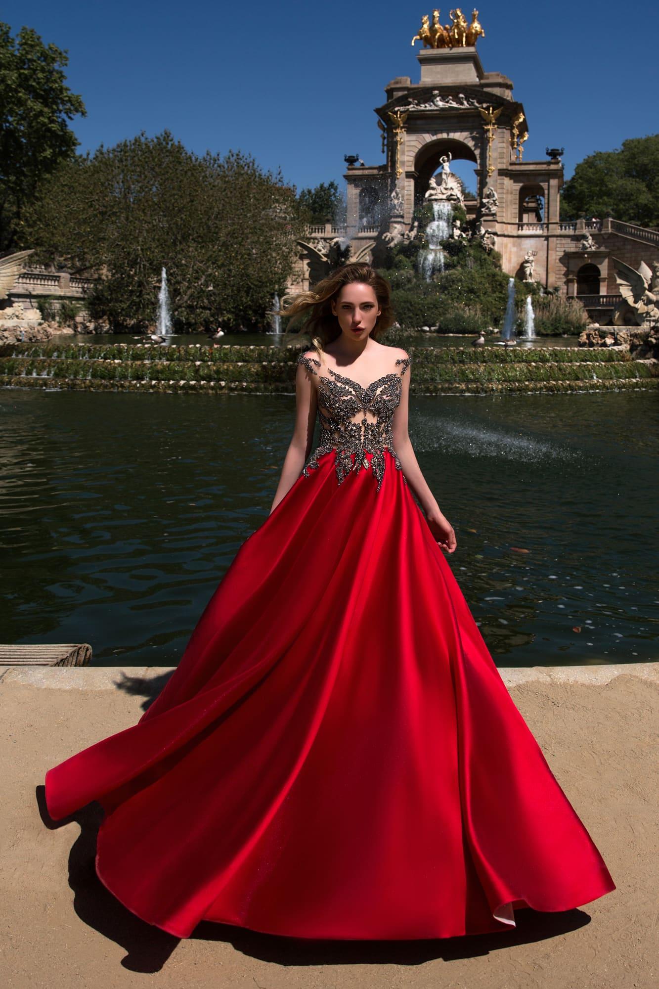 e21f444034f Стильное вечернее платье с полупрозрачным лифом с бисером и яркой атласной  юбкой красного цвета.