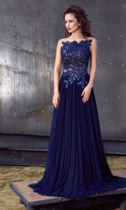 Необычное вечернее платье с потрясающей аппликацией на лифе и многослойной юбкой со шлейфом.