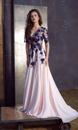 Длинное платье с рукавами