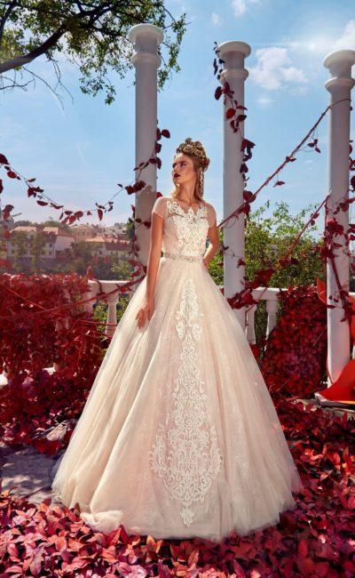 Свадебное платье с коротким рукавом