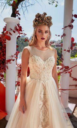 Бежевое свадебное платье с романтичной юбкой и роскошной вышивкой по всему корсету.