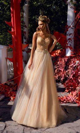Золотистое свадебное платье с многослойной юбкой и соблазнительным лифом.