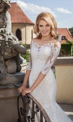 Облегающее свадебное платье «русалка» со стильным полупрозрачным рукавом из кружева.