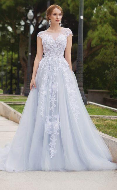 Платье голубого оттенка