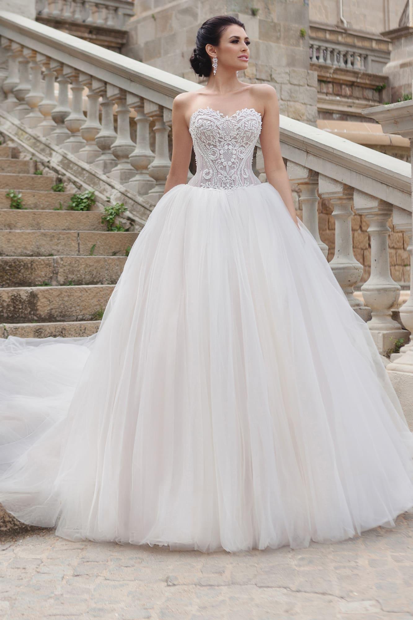 87e5092c8be Платье с корсетом Gabbiano Alba. Купить свадебное платье в салоне ...