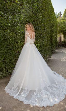 свадебное платье с длинным полупрозрачным рукавом и широким атласным поясом.
