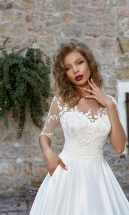 Изысканное свадебное платье «принцесса» с рукавом в три четверти и кружевной отделкой.