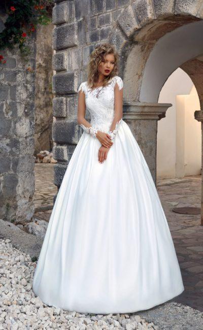 Стильное атласное свадебное платье