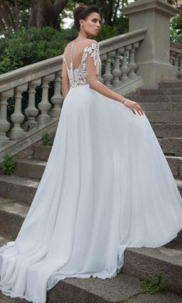 Чувственное свадебное платье А-силуэта с верхом с иллюзией прозрачности.