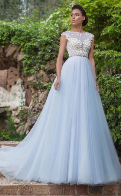 Платье нежно-голубого оттенка