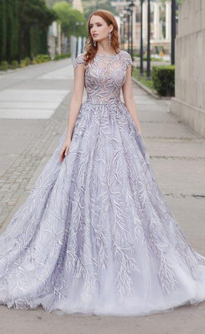 Сиреневое платье с кружевным узором