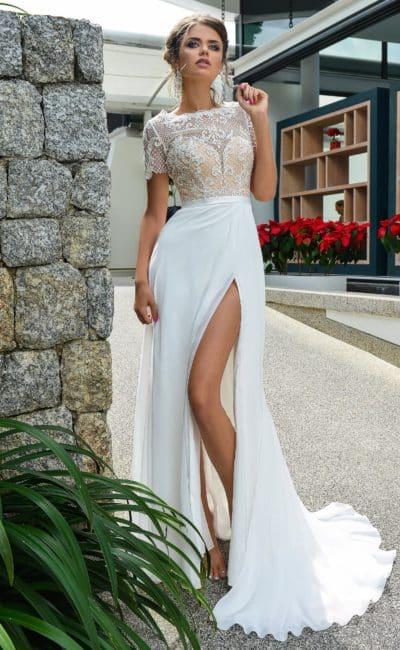 90cb533fe9d9 Кроме того, цвет белого вечернего платья варьируется в зависимости от  освещения, поэтому перед покупкой обязательно оцените его оттенок при  естественном ...