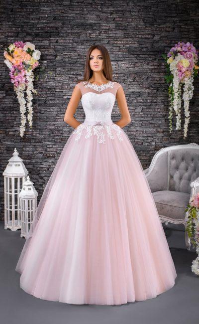 Пышное свадебное платье с роскошной розовой юбкой и атласным корсетом под тонкой вставкой.