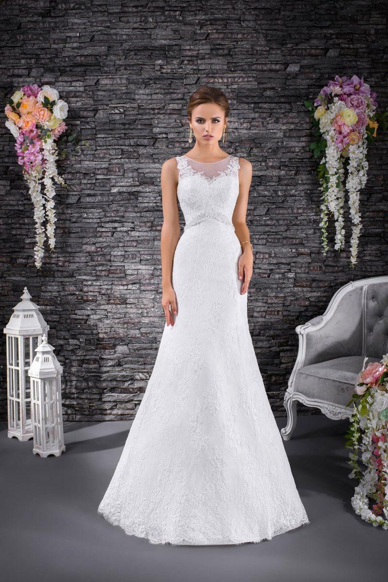 Женственное свадебное платье с завышенной линией талии и элегантной юбкой «русалка».