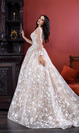 Пышное не белое свадебное платье