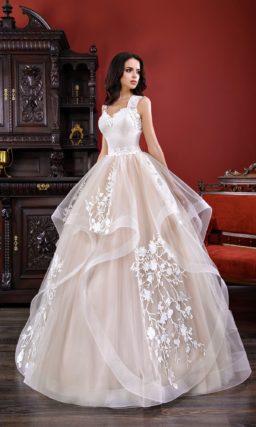 Пышное свадебное платье с воланами