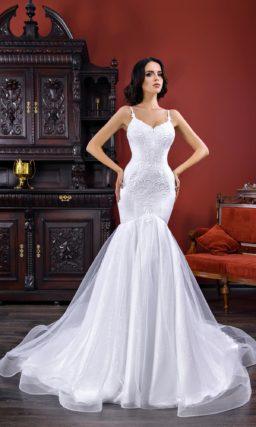 Невероятно женственное свадебное платье силуэта «русалка», украшенное вышивкой.