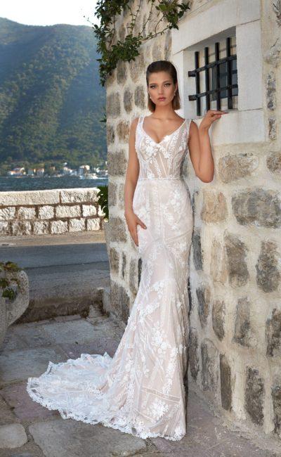 Платье с необычным кружевным узором