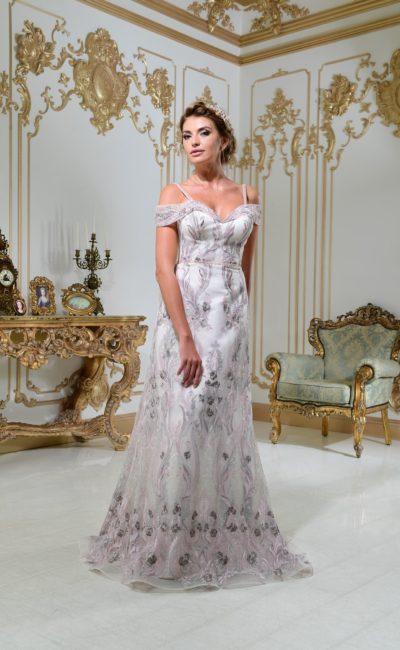 Стильное свадебное платье с открытым лифом на бретелях и эффектной серебристой вышивкой.