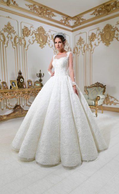 Невероятно пышное свадебное платье с фактурной юбкой и элегантными прозрачными рукавами.