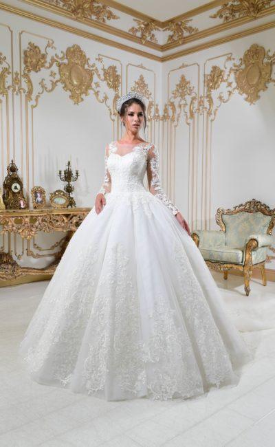 Очень пышное свадебное платье с рукавом